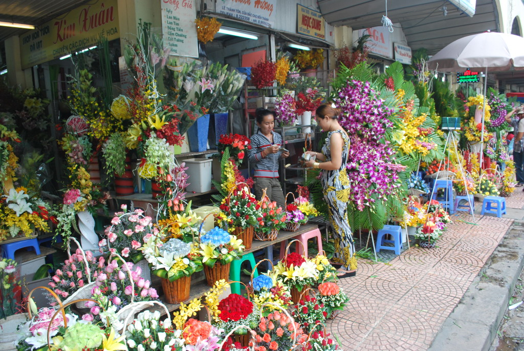 Flower market in Ho Chi Minh City (Saigon). * Photo: Ted Scull