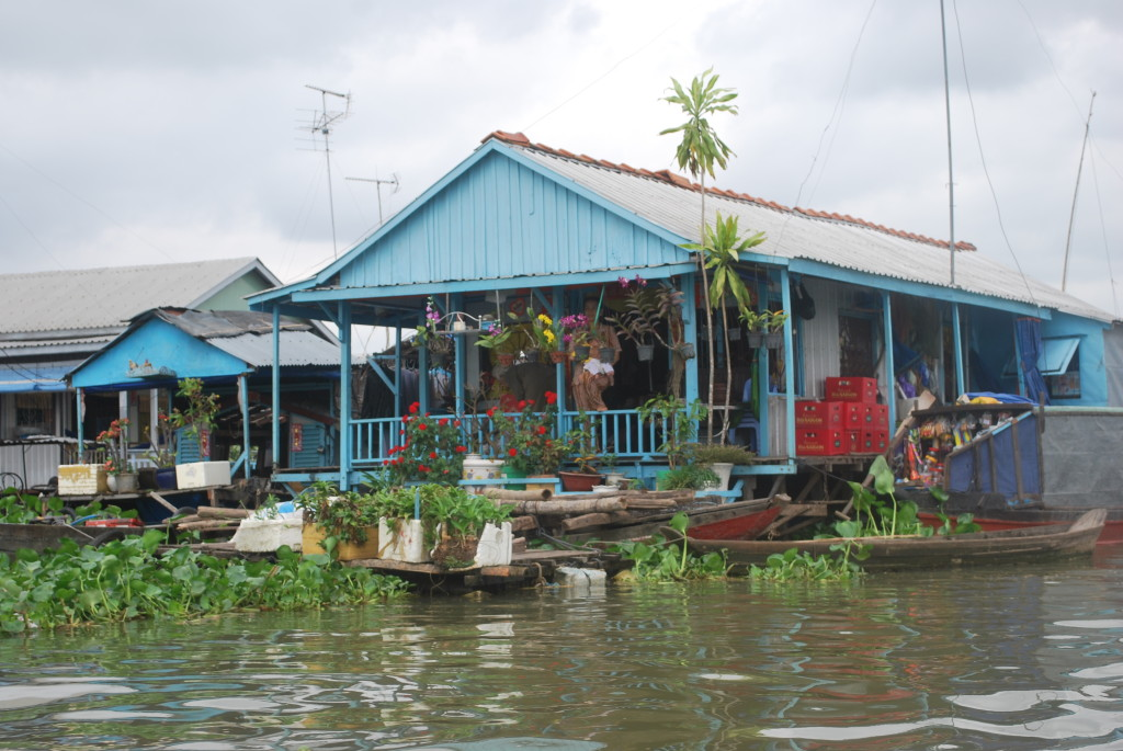Typical floating market. Photo: © Ted Scull