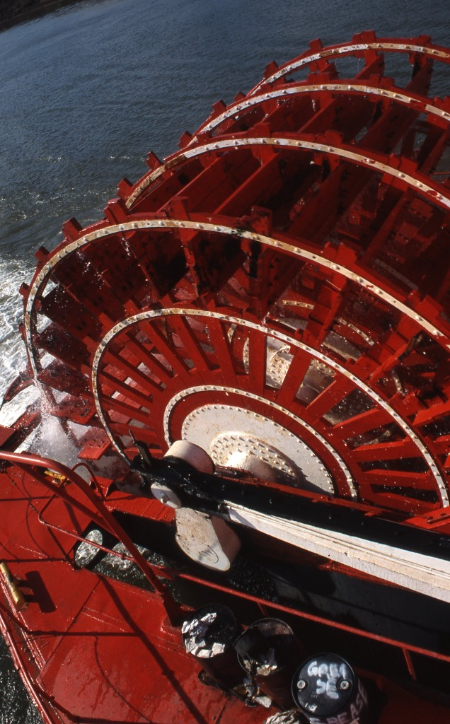 Red paddlewheel provides propulsion. * Photo: Ted Scull