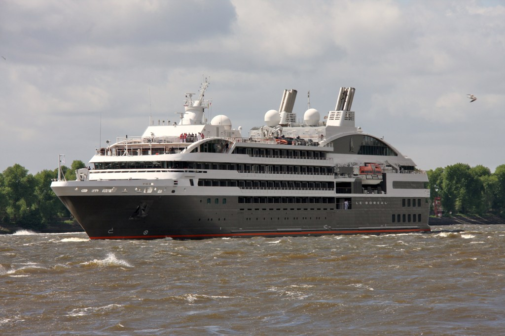 LE BOREAL in the Elbe WJM IMG_0678