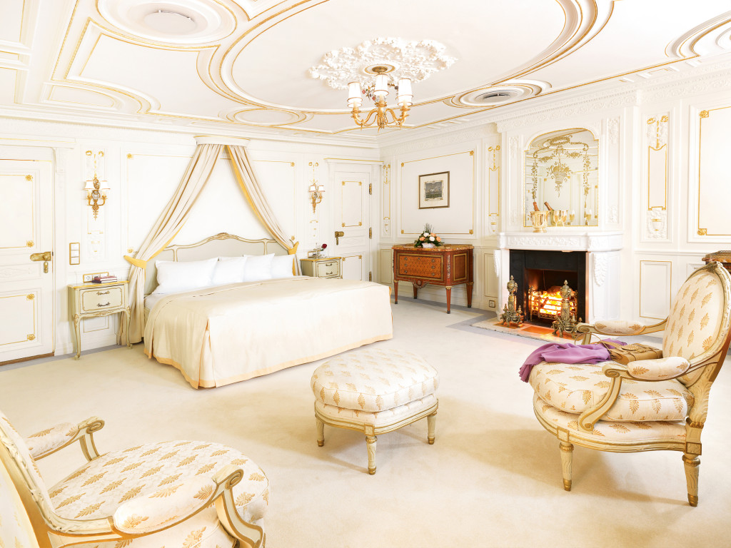 Can you imagine?! Sea Cloud's Opulent Merriweather Post Suite #1A * Photo: Sea Cloud Cruises